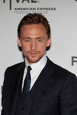 400px-Tom_Hiddleston_(Avengers_Red_Carpet)