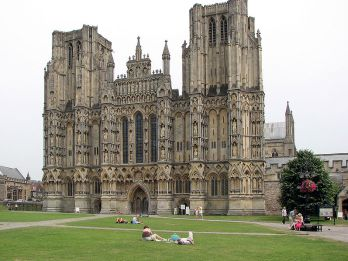 797px-Wells.cathedral.front.arp