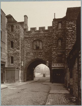463px-Saint_John's_Gate_Clerkenwell_the_main_gateway_to_the_Priory_of_Saint_John_of_Jerusalem_1880