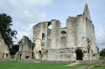 Minster_Lovell_Hall,_Oxon_-_Ruins_-_geograph.org.uk_-_1630370