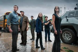 still-of-richard-armitage,-nathan-kress,-ron-phillips,-matt-walsh,-sarah-wayne-callies,-alycia-debnam-carey-and-max-deacon-in-into-the-storm-(2014)-large-picture