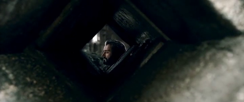 Thorin Oakenshield (Richard Armitage) comes to parley with Bard in The Hobbit: The Battle of the Five Armies. Screencap.