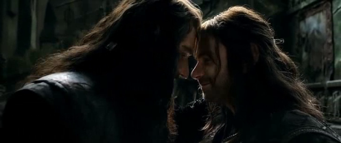 Thorin Oakenshield (Richard Armitage) and Kili (Aidan Turner) after their reconciliation in The Hobbit: The Battle of the Five Armies. Screencap.