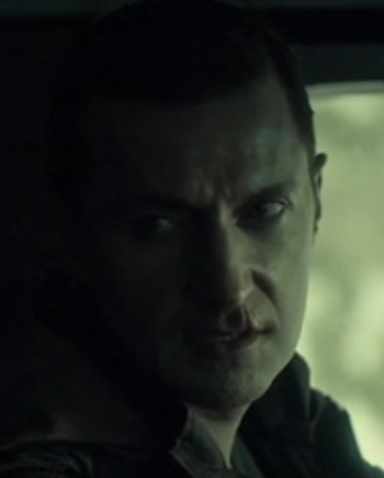 Dolarhyde (Richard Armitage) waits to hear whether Reba wants to touch the tiger, in Hannibal 3.10. Screencap.