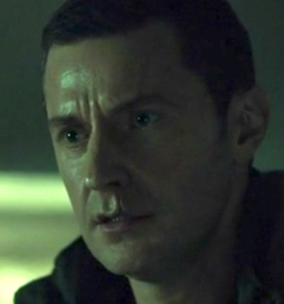 Richard Armitage (Francis Dolarhyde) watches Reba's exploration of the tiger's pelt, in Hannibal 3.10. Re-exposed screencap.