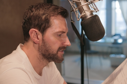 Richard Armitage reading David Copperfield (presumably summer 2015). Source: Entertainment Weekly