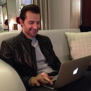 "Richard Armitage ""tweeting"" fans during Hobbit promo tour #1, 2012."