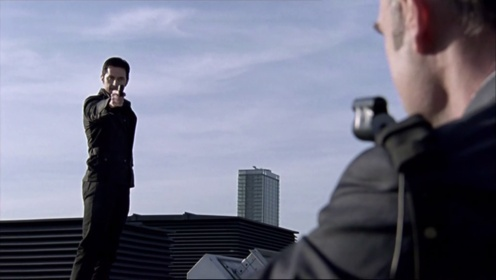 Lucas North (Richard Armitage) threatens a FSB agent in Spooks 9.3. Source: RichardArmitageNet.com