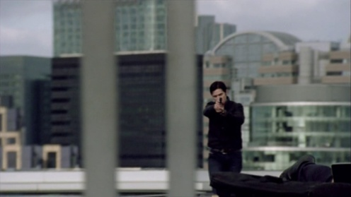 Lucas North (Richard Armitage) bursts out onto the roof of a hospital while chasing a terrorist in Spooks 9.5. Source: RichardArmitageNet.com
