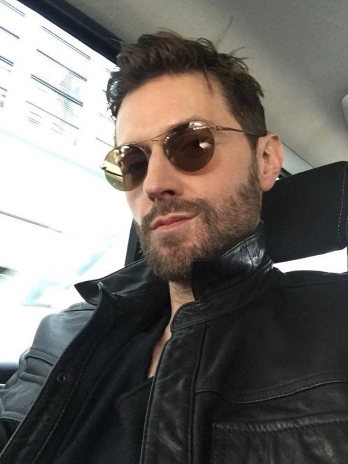Richard Armitage selfie, tweeted June 15, 2016.