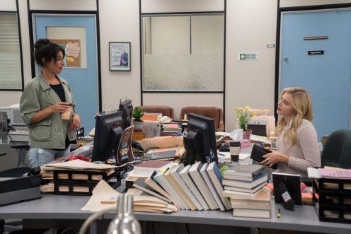 Jenny Slate as Margot and Chloe Grace Moretz as Susannah Cahalan in Brain on Fire.