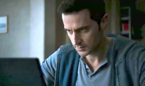 Daniel Miller (Richard Armitage) looking at security camera footage, in Berlin Station 1.1.