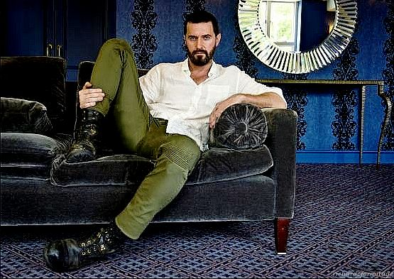 Richard Armitage with boots as big as his head | Me ...